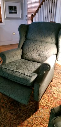 TWO TRADITIONAL WINGBACK CHAIRS RECLINING!! Vienna, 22182