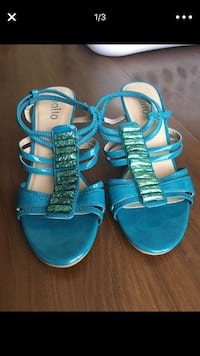 pair of blue-and-white sandals Ford Heights, 60411