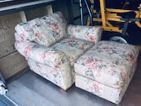 Floral oversize chair with matching ottoman, Moving sacrifice, $59 OBO & I also have the matching FULL SIZE SOFA And it is in the same great condition. Naples, 34102