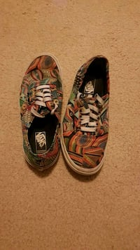 pair of multicolored Vans low-top sneakers Victoria, V8S 5E7
