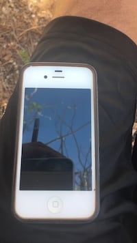 White iPhone 4 cracked screen but still works