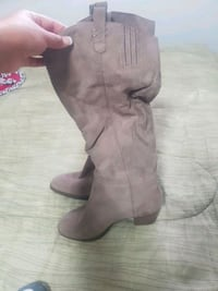 Old Navy suede boots size 10 Coquitlam, V3K 3H3