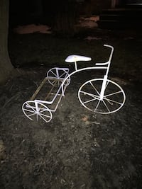 white trike pot frame