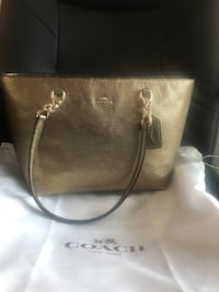 Coach pebble leather gold Baltimore, 21237