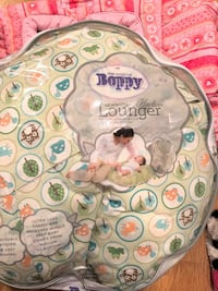 Boppy brand baby lounge pillow with removable cover  Altamonte Springs, 32714
