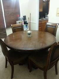 Heavy wood dining table w/4 chairs Savannah