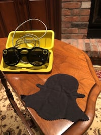Snapchat Glasses, with charging Case and cord Hamilton, L0R 1H1