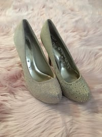 Nude heels with gold sparkles
