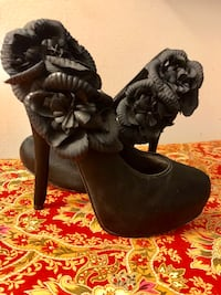 Size 6.5. Black satin with floral detail   Upper Marlboro, 20772