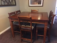 Dining room table with 6 chairs Escondido