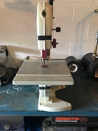 """Tool Shop 9"""" table bandsaw Clarksville, 37040"""