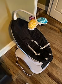 4moms Mamaroo baby swing/rocker & baby soother Fairview, 37062