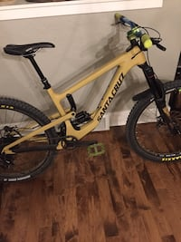 2018 Santa Cruz Nomad  low hours rides very good brakes were just bled and is ready to go Boise, 83702