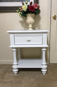 """White nightstand with drawer w24"""" x d17"""" x h27"""" Purcellville, 20132"""