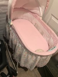 baby's white and pink bassinet 29 km