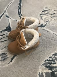 Pair of brown suede fur-lined snow boots Toronto, M3N 2R5