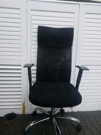 black and gray rolling armchair London, N6E 1E3