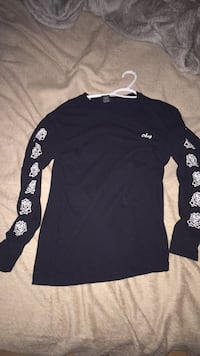 Obey long sleeve  Surrey, V3T 3W2
