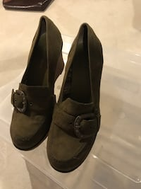 Woman's suede shoes size 11.  Like new...worn twice . Innisfil, L9S