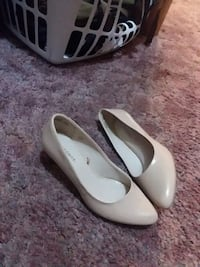 pair of white leather pointed-toe flats Erath, 70533