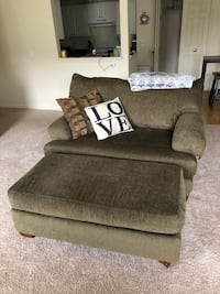 Couch and loveseat with ottoman (6 pillows) Howell, 48855
