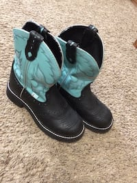 It's NEW black and blue boots (Justin) size 7 1/2 Springfield, 65807