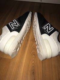 New balance size 9.5 men black and white  Vancouver, V5M 3A6
