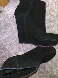 NWOB Aldo Size 9-9.5 Black Suede Wedge Ankle Boots Vancouver