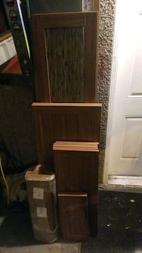 Cabinet doors and drawer fronts. 21 pieces total.