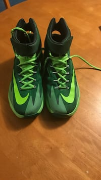 Pair of green-and-black nike cleats Palatine, 60074
