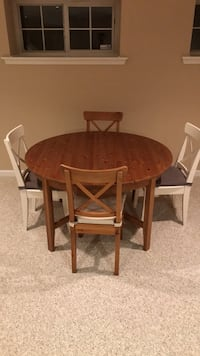 Round brown wooden table with four chairs dining set Lafayette Hill, 19444