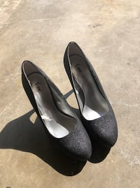 pair of black leather heeled shoes Temperance, 48182