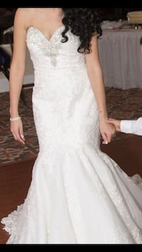 Size 2 wedding dress color ivory. Tampa, 33619