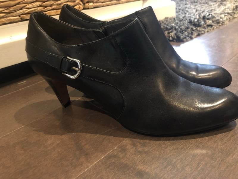 Authentic Cole haan heels w/Nike Air soles ~ size 10 ~ retailed $500+ cdd0a684-a390-4c74-9466-caaa7a840201