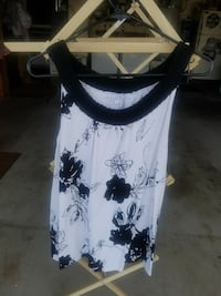 women's black and white floral print sleeveless scoop-neck tops
