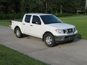 Nissan Frontier SE crew cab 4x4 for sale.