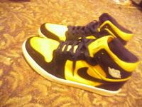 pair of black-and-yellow Nike basketball shoes Hamlet, 28345