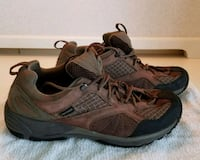 Ladies Size 11 Walking Shoes  Dover, 19901