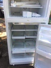 Lg fridge for parts  broken tray I have it save