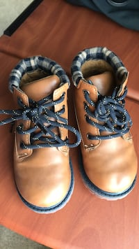 Oshkosh toddler shoes size 8 wore only once Herndon, 20170