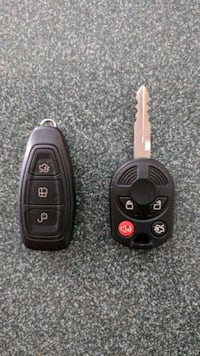 black and gray car fob 2015 Ford Fiesta 39 km