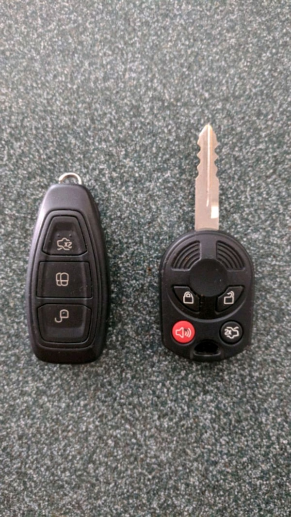 black and gray car fob 2015 Ford Fiesta