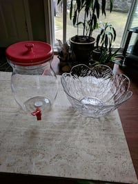 scalloped-edge round clear glass bowl and clear glass jug North Vancouver, V7L 1B8