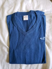 blue Hollister v-neck shirt New Westminster, V3L 3L5