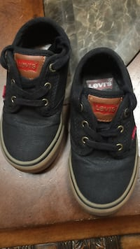 Toddler's blue-and-white levi's low-top sneakers
