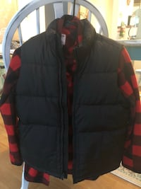 black and red bubble jacket Des Moines, 98198