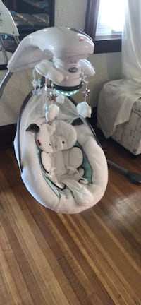 baby's white and gray cradle n swing Mississauga, L5G 3S7