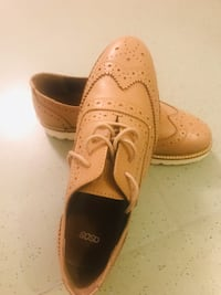 Paar braune Leder-Wingtip-Oxfords Berlin, 10319