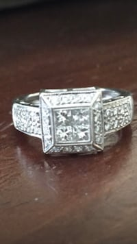 Gorgeous 18 karat Diamond Ring