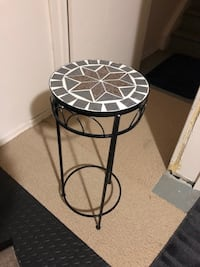Side table / plant table  London, N5Y 4V8